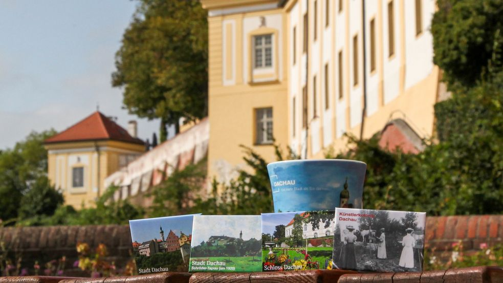 Souvenirs of the town Dachau, photo of refrigerator magnets in front of the Dachau castle
