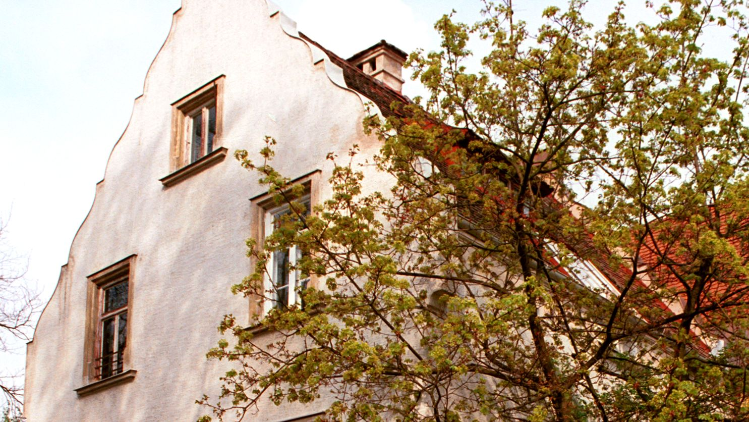 Artists´ House of Hans von Hayek, white, gable-fronted house. Picture: City of Dachau, Peter Riester