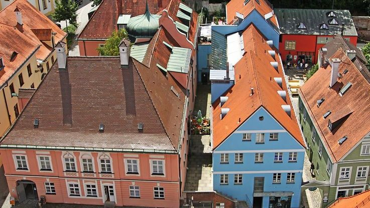 Birdseye photo of roofs and colourful facades of houses in Dachau old town during Summer. Photo: City of Dachau